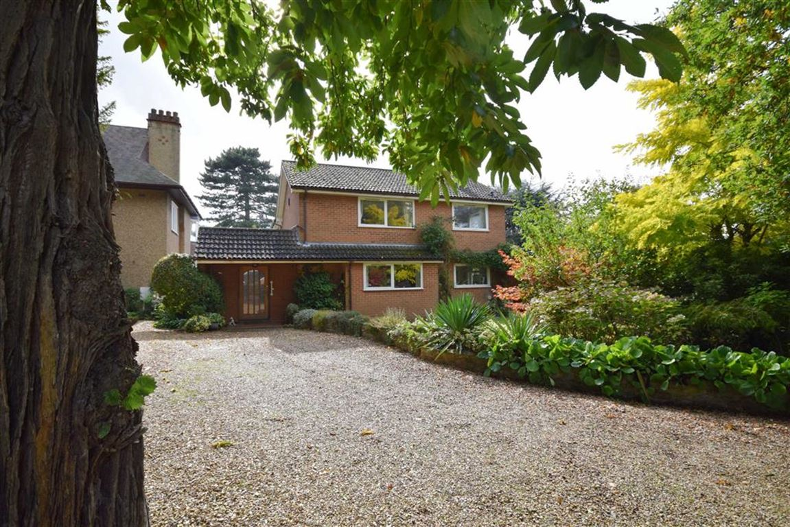 4 Bedrooms Detached House for sale in Overstone