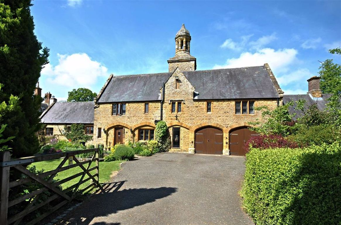 , Northamptonshire | 4 Bed House - detached