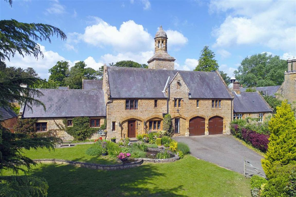 Overstone Park, Northamptonshire   4 Bed House - detached