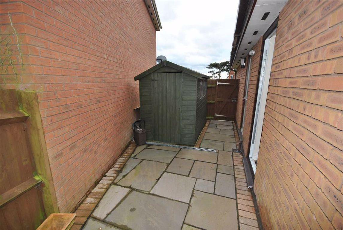 Abington Vale, Northamptonshire | 4 Bed House - detached