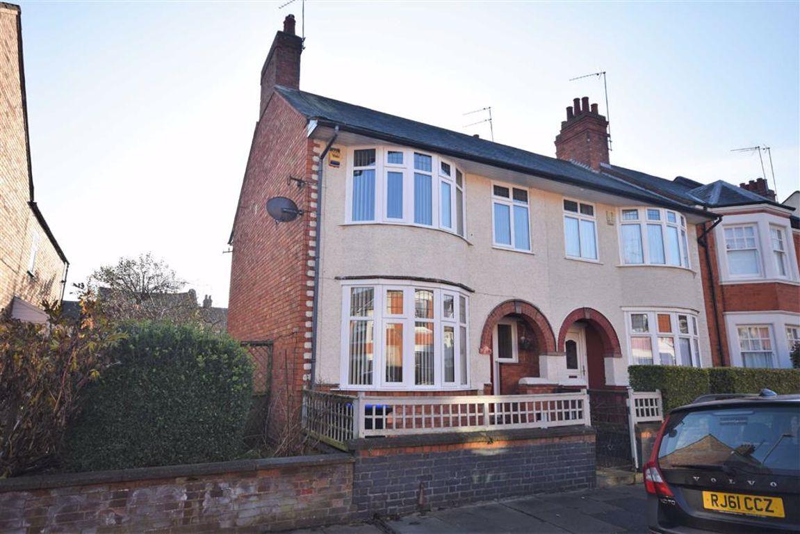 Abington, Northamptonshire | 3 Bed House - end terrace