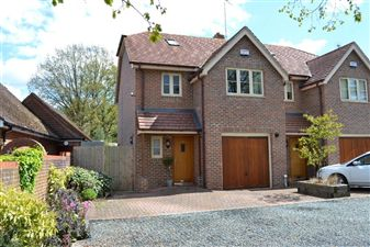 Property in Andover Road, Newbury, Berkshire