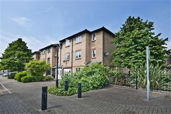 Property in Ringwood Gardens, London, E14