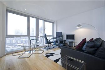 Property in Ontario Tower, London, E14