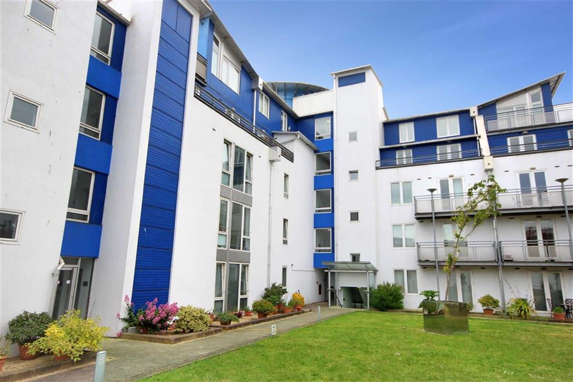 1 Bedroom Apartment Flat for sale in The Plaza, Sanford Street, Town Centre, Swindon