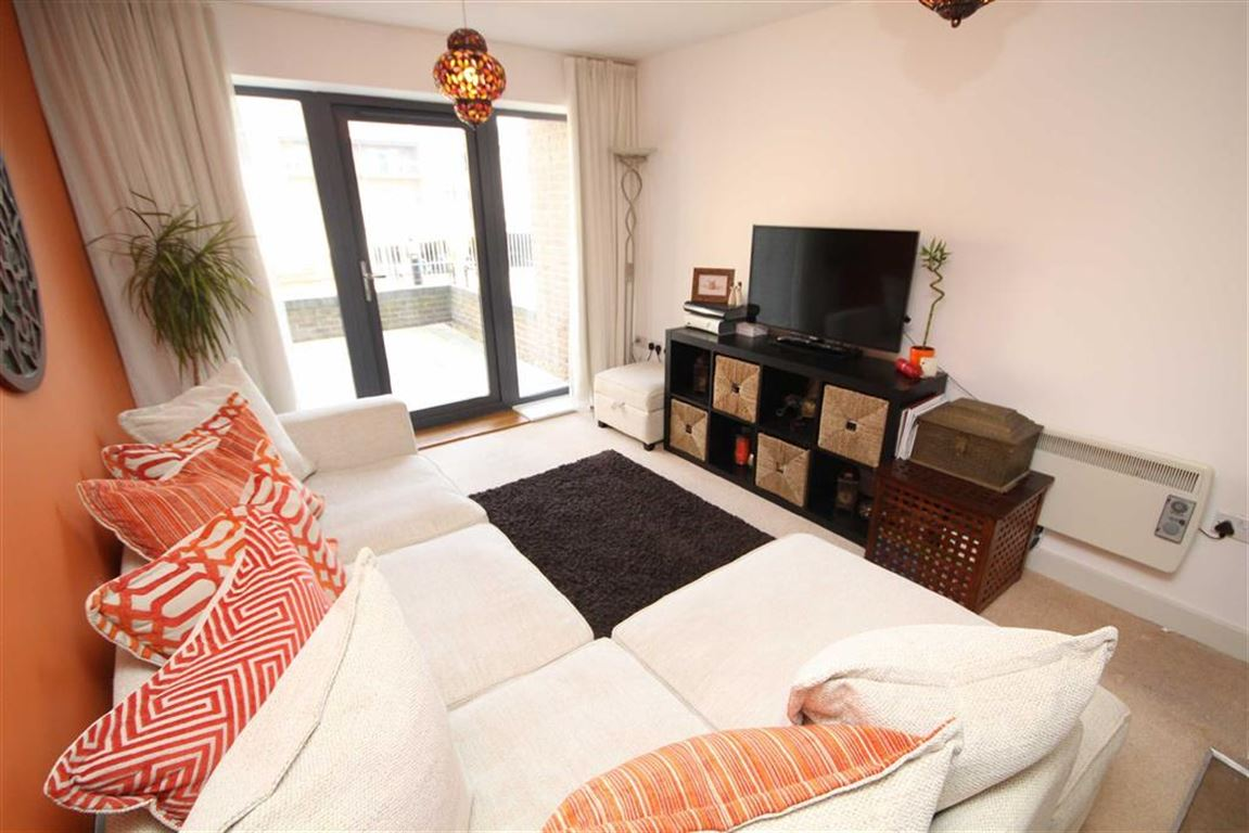 2 Bedrooms Apartment Flat for sale in Rokeby House, The Old Railway Quarter, Firefly Avenue, Swindon