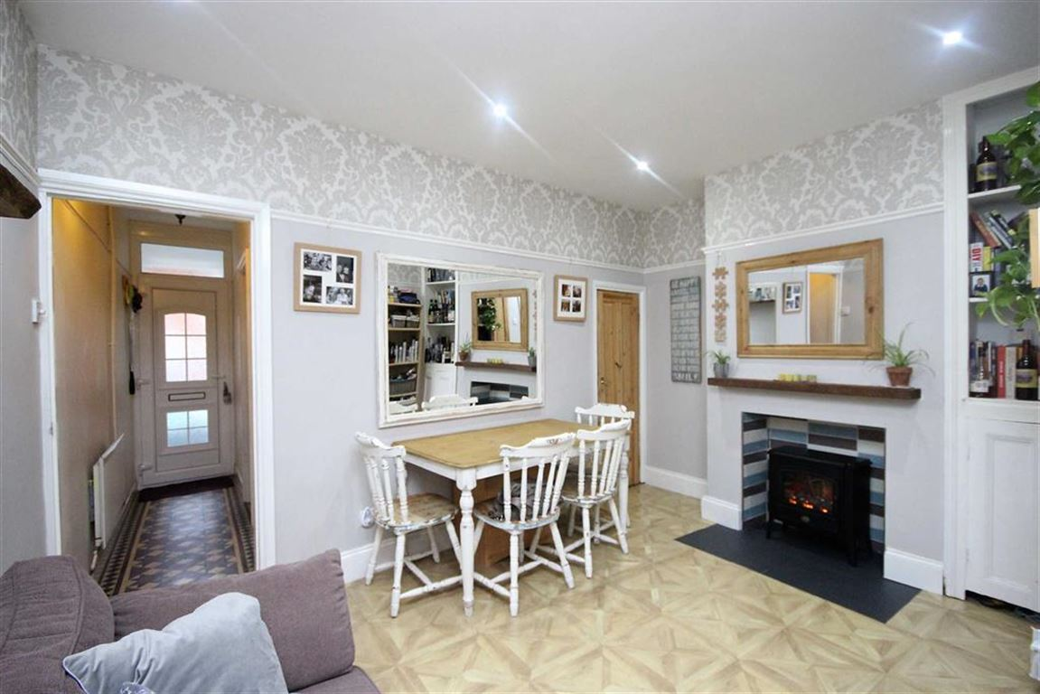 2 Bedrooms Terraced House for sale in Stanmore Street, Old Town, Swindon