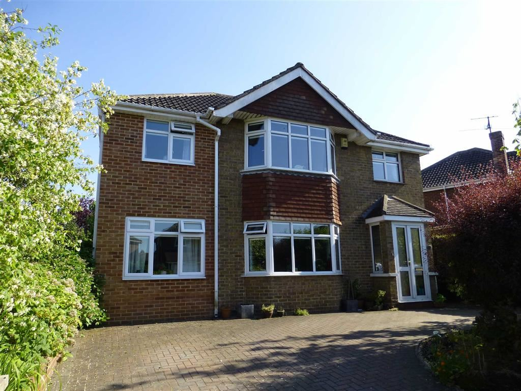 5 Bedrooms Detached House for sale in Thurlestone Road, Parklands, Swindon