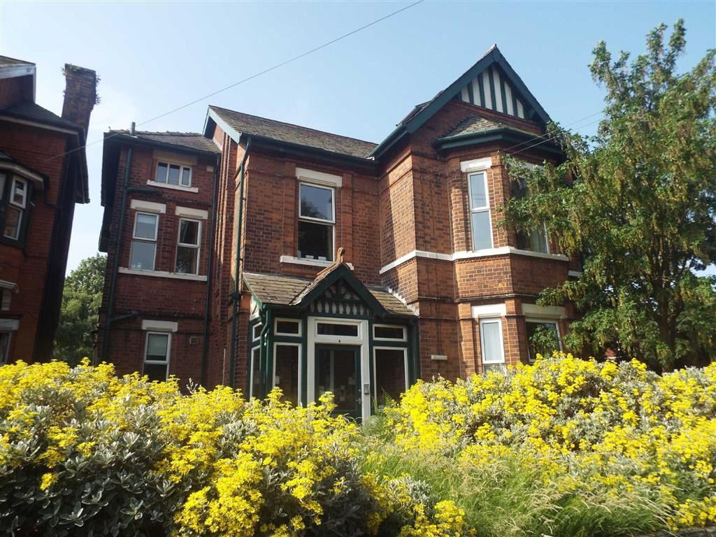11 Bedrooms Detached House for sale in Glebelands Road, Prestwich