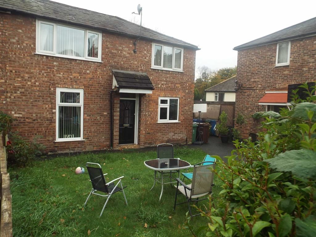 3 Bedrooms Semi Detached House for sale in Bannerman Avenue, Prestwich