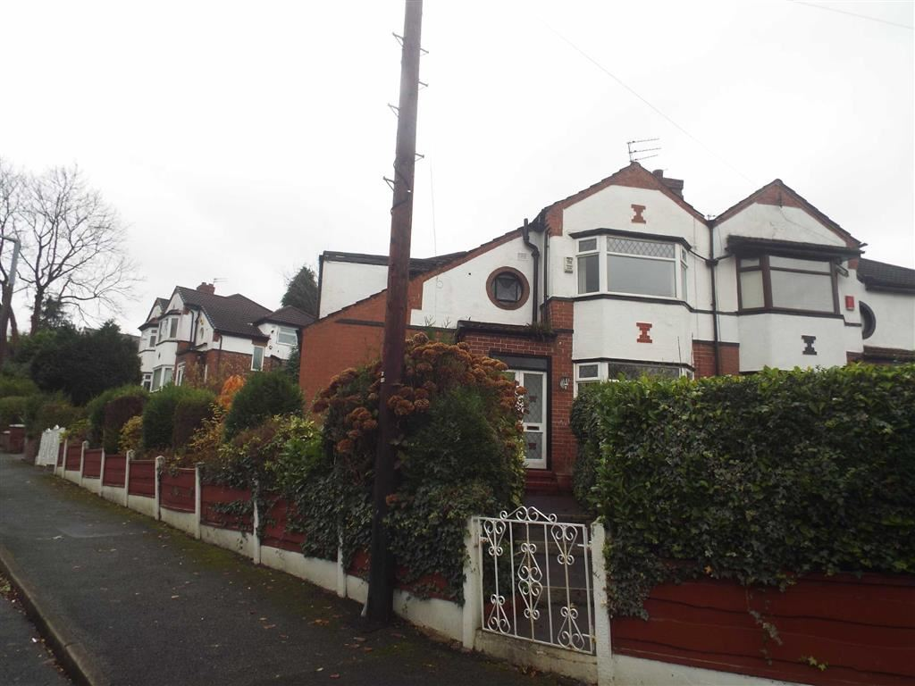 3 Bedrooms Semi Detached House for sale in Edenfield Road, Prestwich