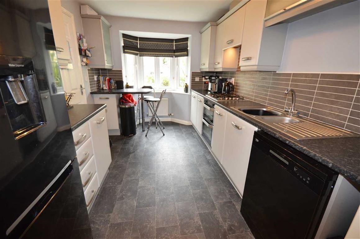 3 Bedrooms Property for sale in Conisborough Way, Hemsworth, Pontefract, WF9