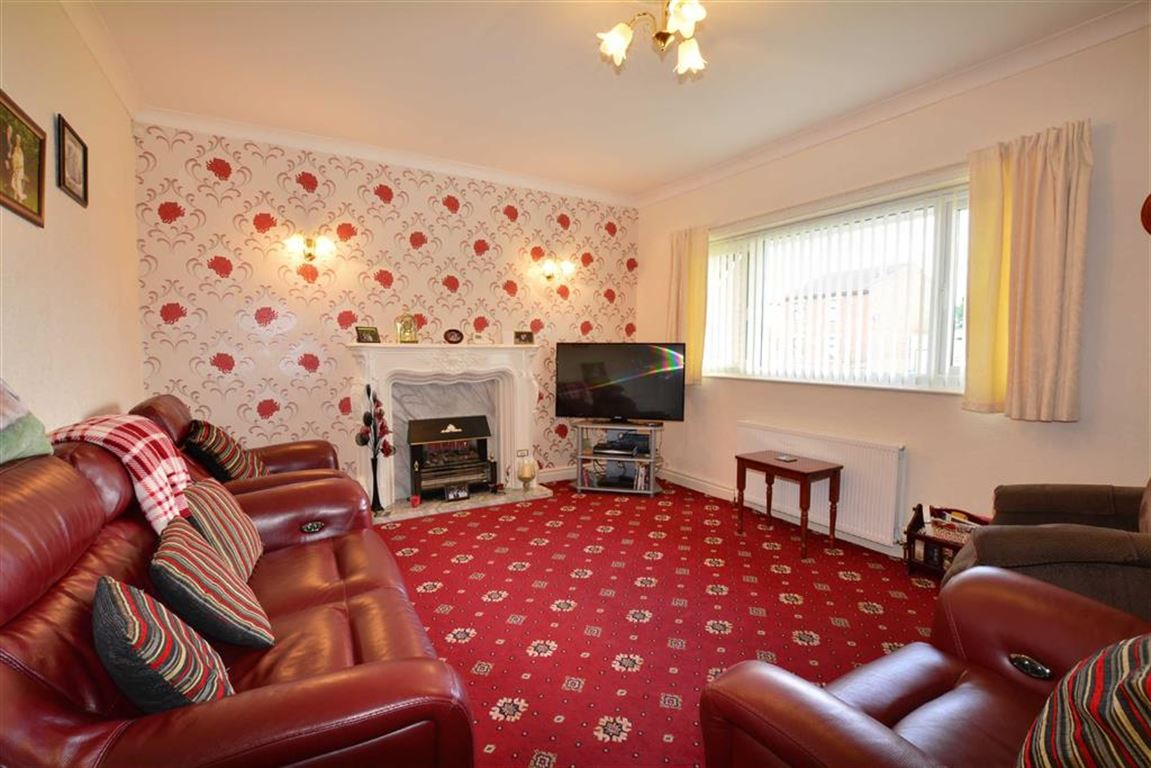 3 Bedrooms Property for sale in Weeland Road, Knottingley, WF11