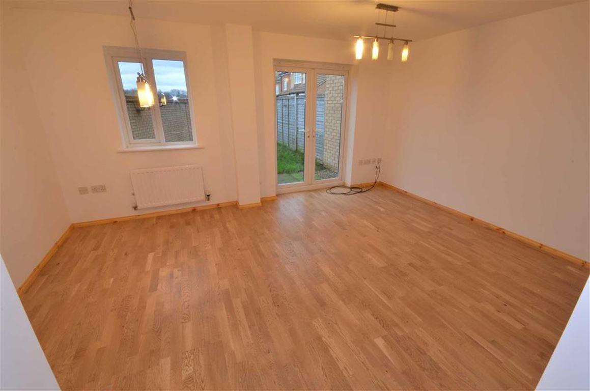 4 Bedrooms Property for sale in Grove Close, Hemsworth, Pontefract, WF9
