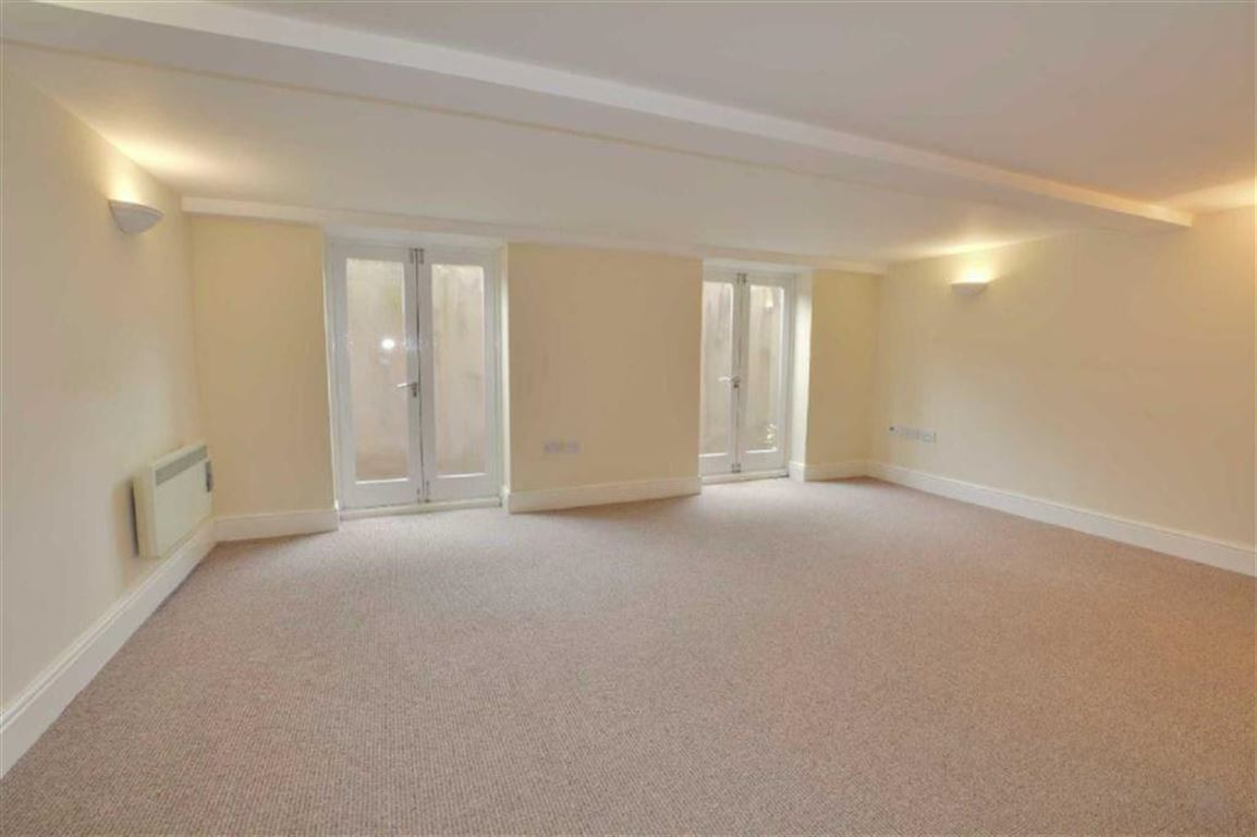 2 Bedrooms Property for sale in Queens Hotel Apartments, Pontefract, WF8