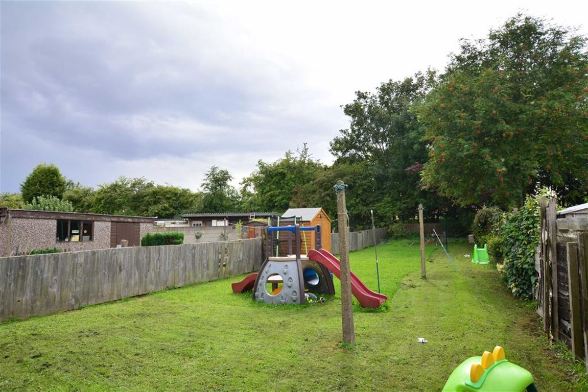 3 Bedrooms Property for sale in Townend Avenue, Ackworth, Pontefract, WF7