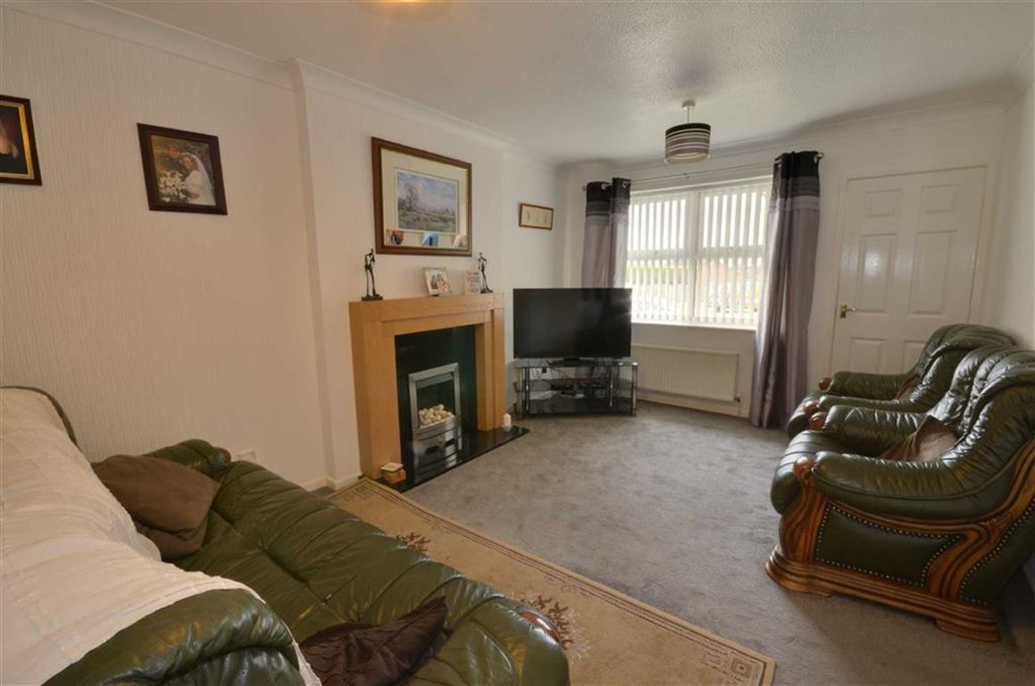 2 Bedrooms Property for sale in Fenton Close, South Kirkby, Pontefract, WF9