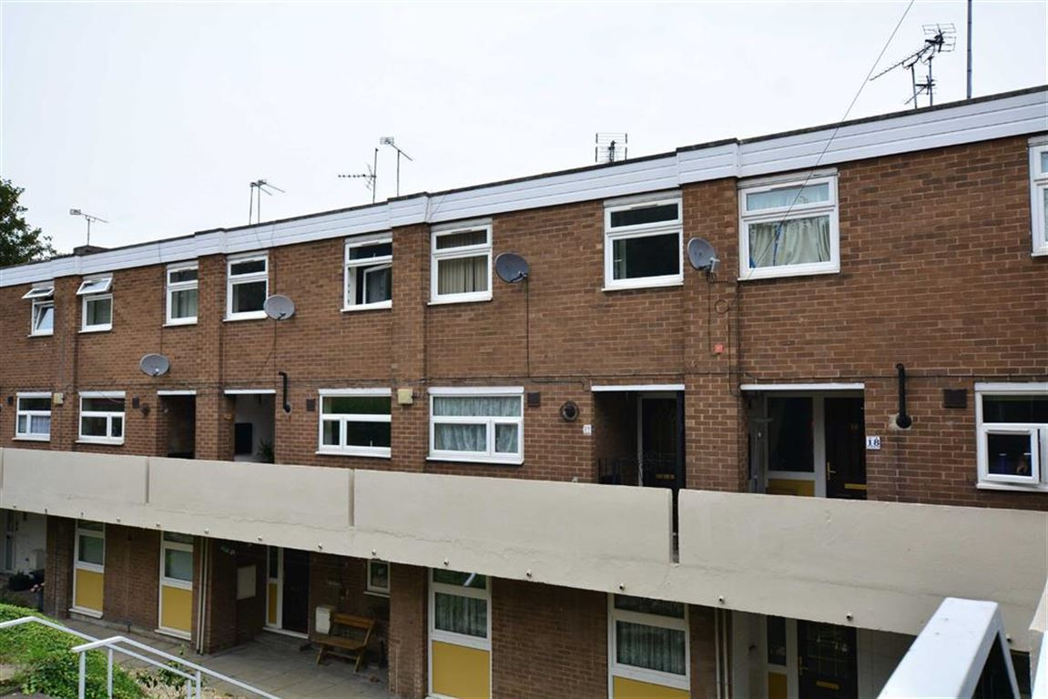 3 Bedrooms Property for sale in St Giles View, Pontefract, WF8