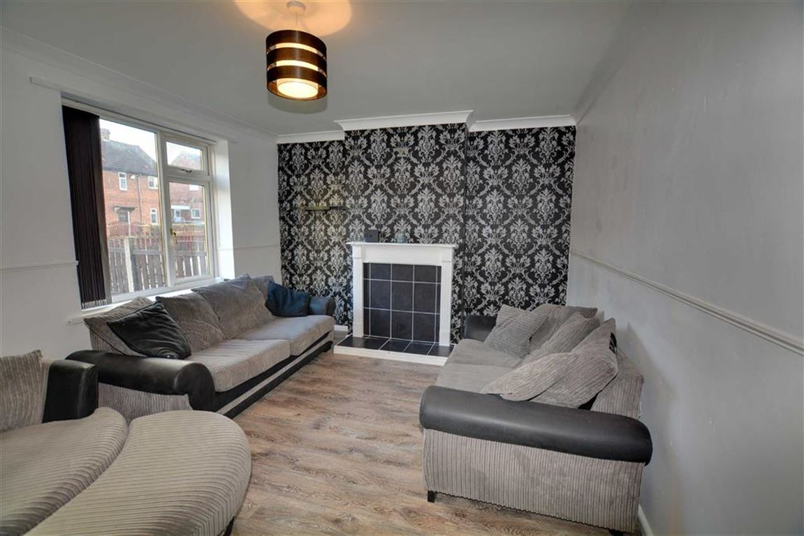3 Bedrooms Property for sale in Harewood Avenue, Pontefract, WF8