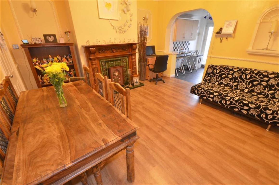 4 Bedrooms Property for sale in Featherstone Lane, Featherstone, WF7