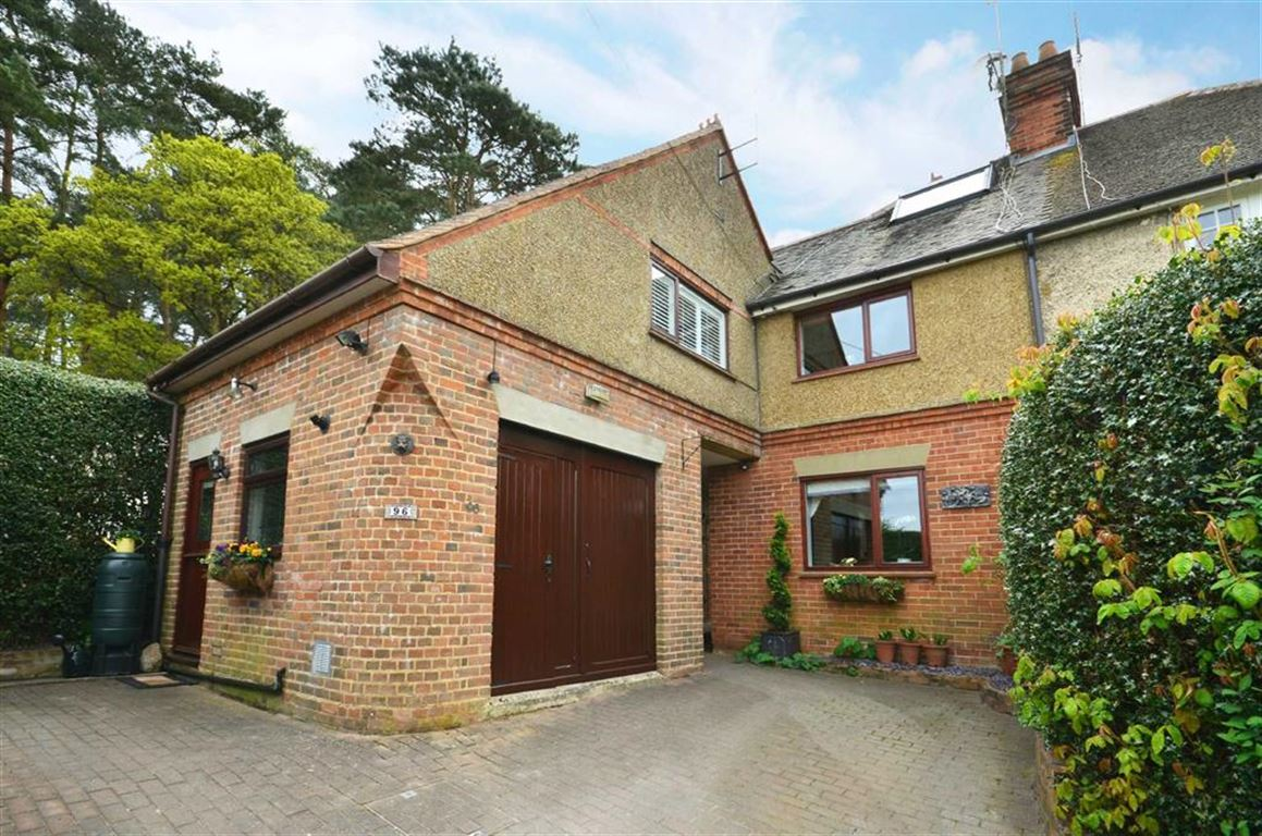 4 Bedrooms Property for sale in Burnt Hill Road, Lower Bourne, Farnham