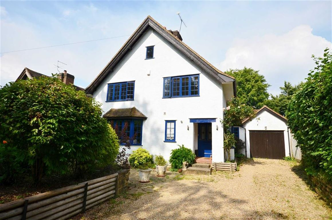 4 Bedrooms Detached House for sale in Old Farnham Lane, Farnham