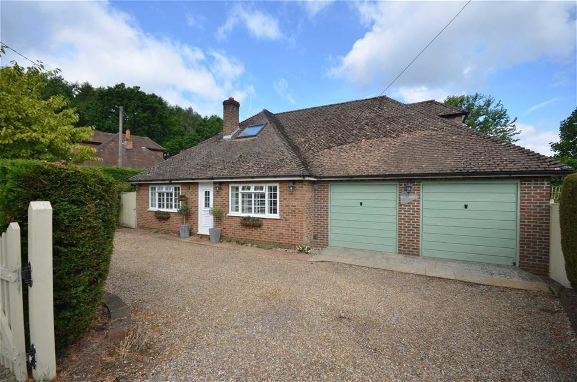 4 Bedrooms Detached House for sale in Botany Hill, The Sands, Farnham