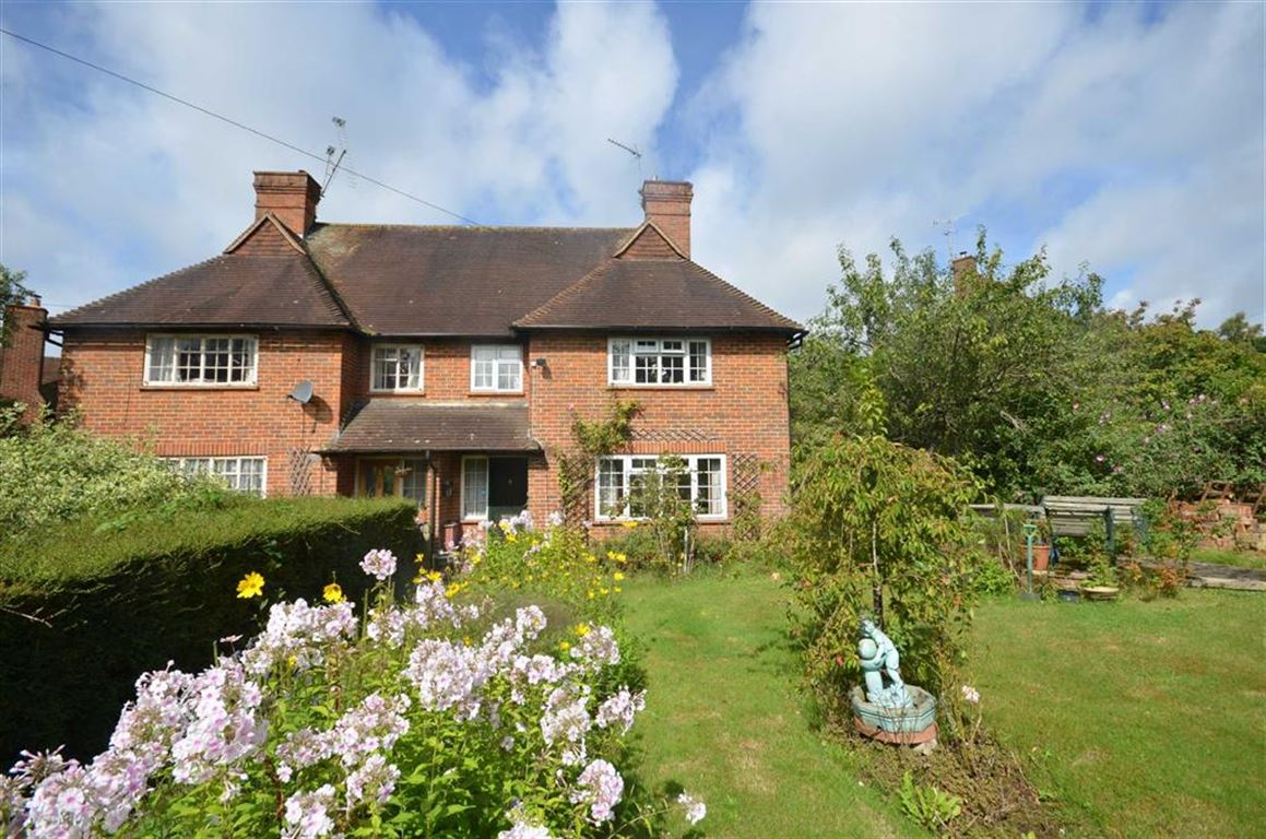 3 Bedrooms Semi Detached House for sale in Shepherds Way, Tilford, Farnham