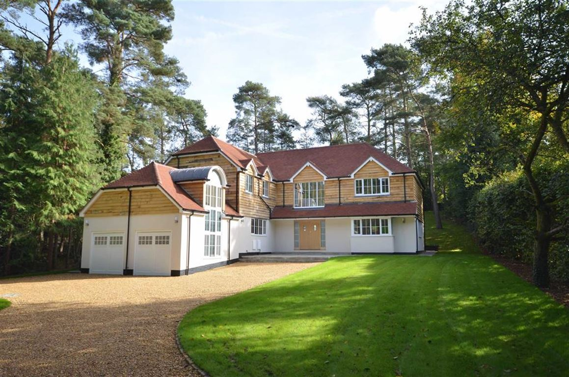 5 Bedrooms Detached House for sale in Forest Drive, Lower Bourne, Farnham