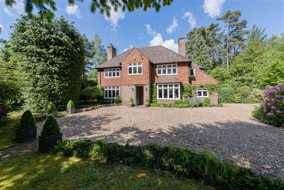 5 Bedrooms Detached House for sale in Tilford Road, Rushmoor, Farnham