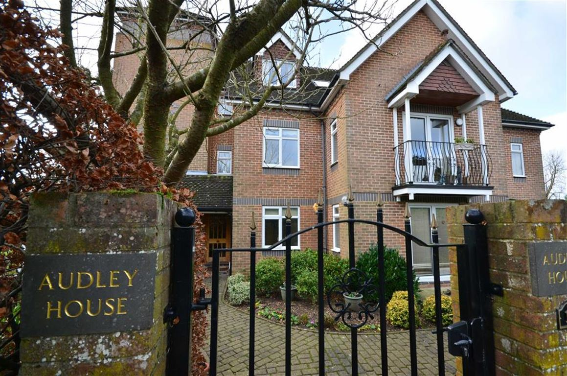 2 Bedrooms Apartment Flat for sale in Swingate Road, Farnham