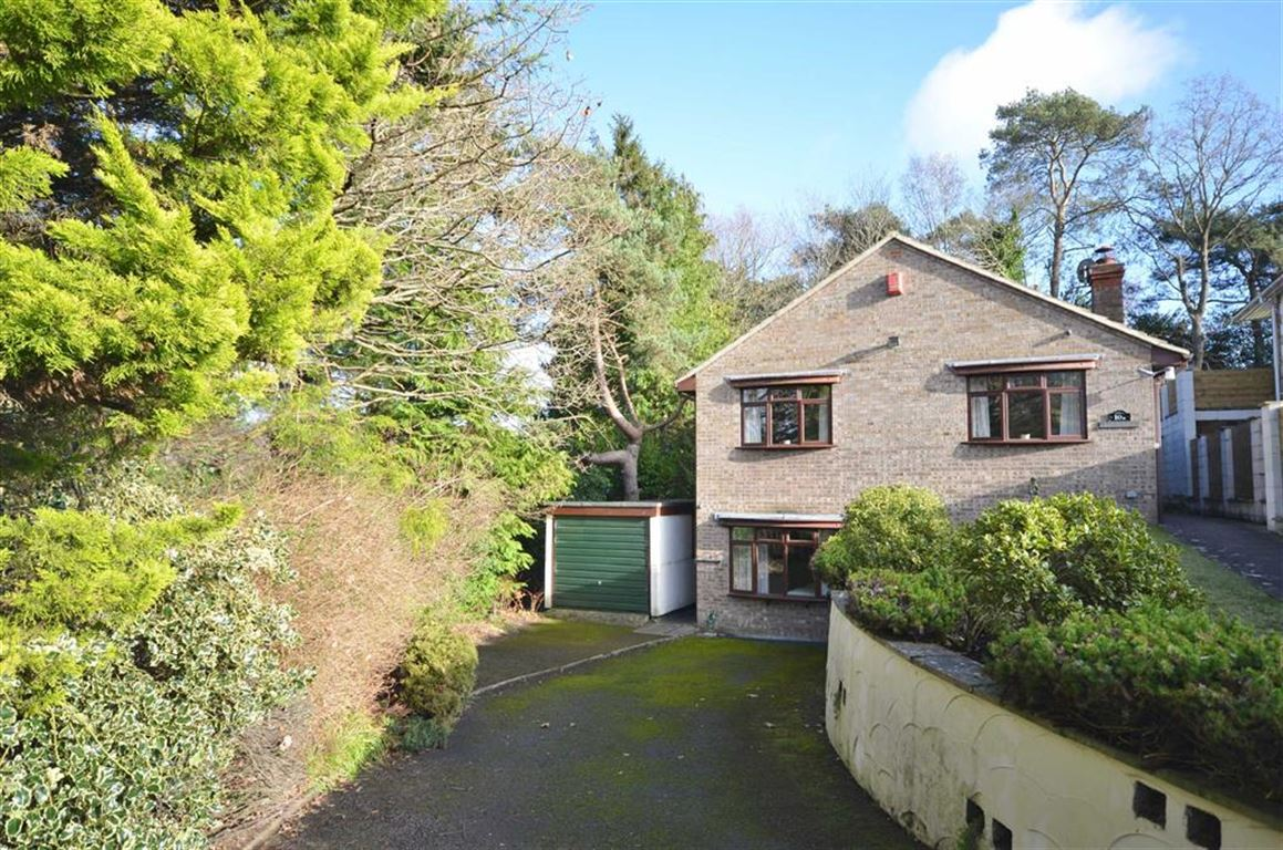 3 Bedrooms Detached House for sale in Broomwood Way, Lower Bourne, Farnham
