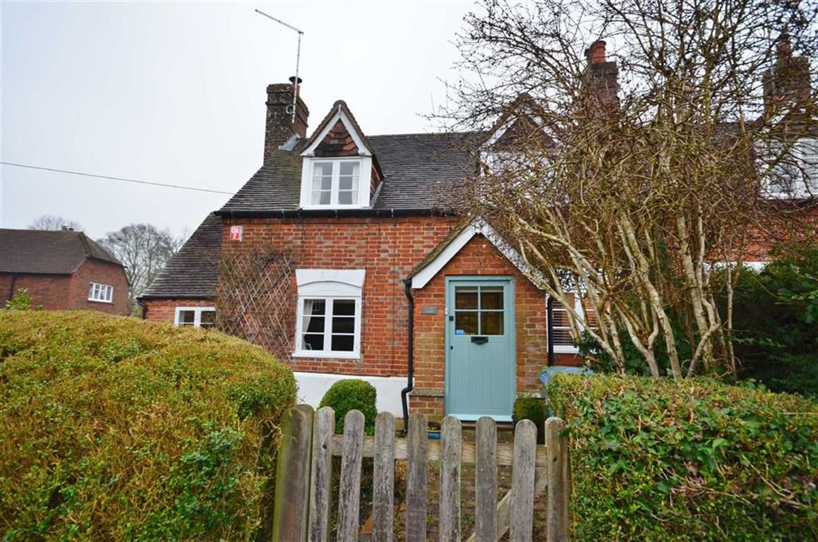 3 Bedrooms Semi Detached House for sale in Dippenhall Street, Crondall, Farnham
