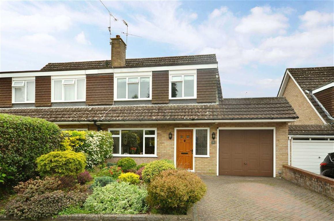3 Bedrooms Semi Detached House for sale in Dale Close, Farnham