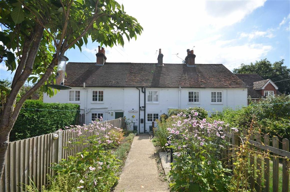2 Bedrooms Terraced House for sale in Wire Cut, Frensham, Farnham
