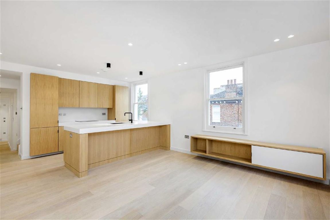 3 Bedrooms Flat for sale in Stephendale Road, Fulham, SW6
