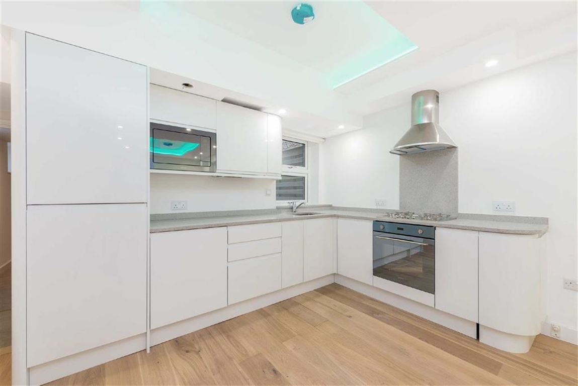 1 Bedroom Flat for sale in Landor Road, LONDON