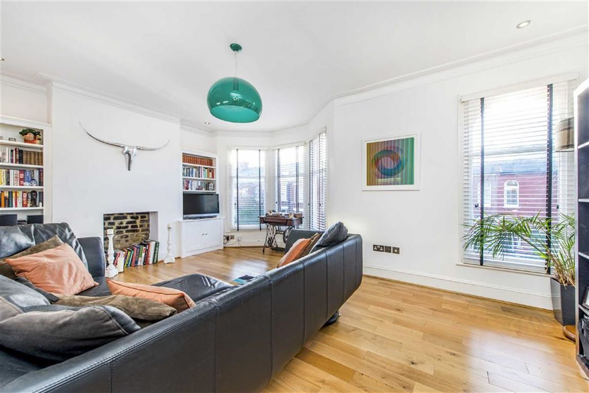 3 Bedrooms Maisonette Flat for sale in Burnbury Road, Balham