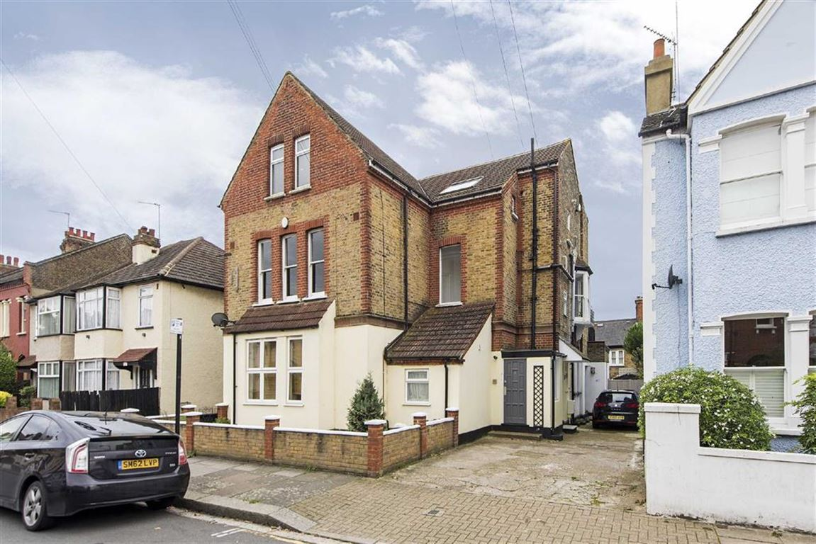 2 Bedrooms Flat for sale in Lucien Road, Tooting Bec