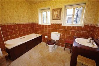 LARGE BATHROOM/WC