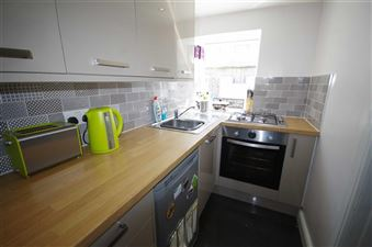 SEPARATE FITTED KITCHEN