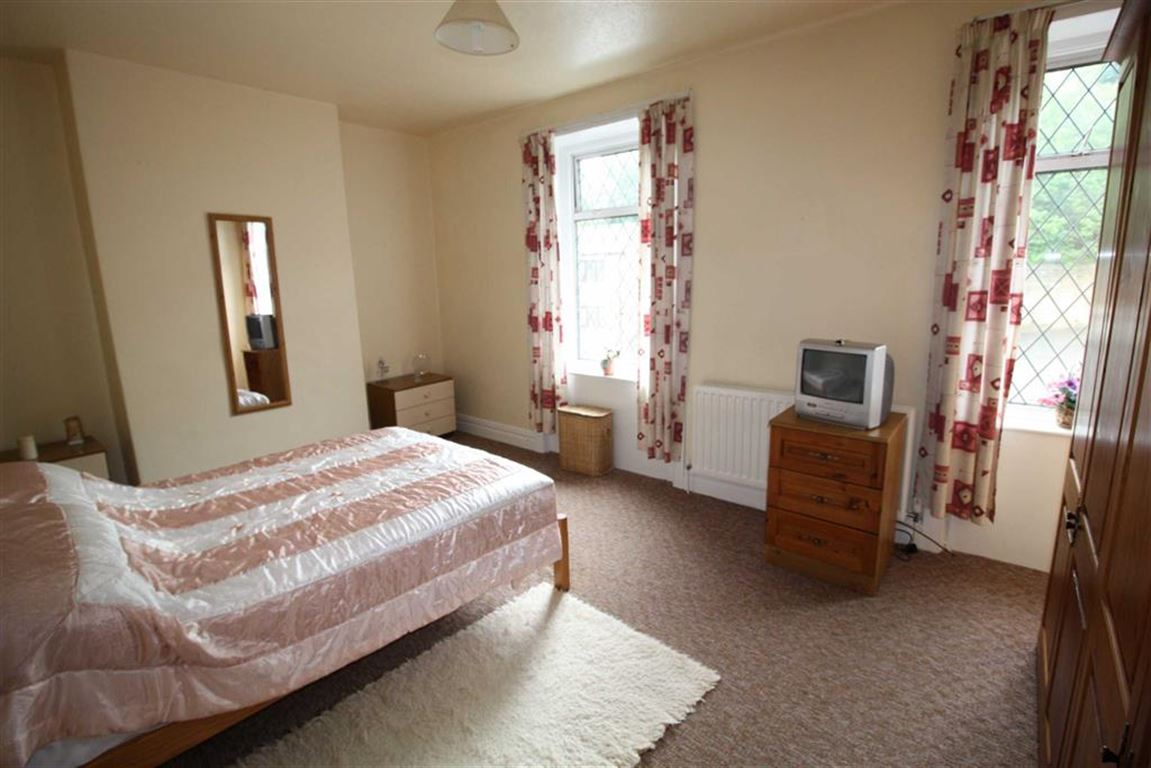 3 Bedrooms Property for sale in Manchester Road, Linthwaite, Huddersfield