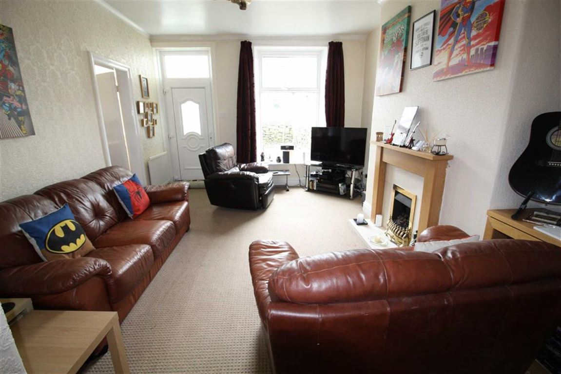 2 Bedrooms Property for sale in Moorlands Road, Mount, Huddersfield