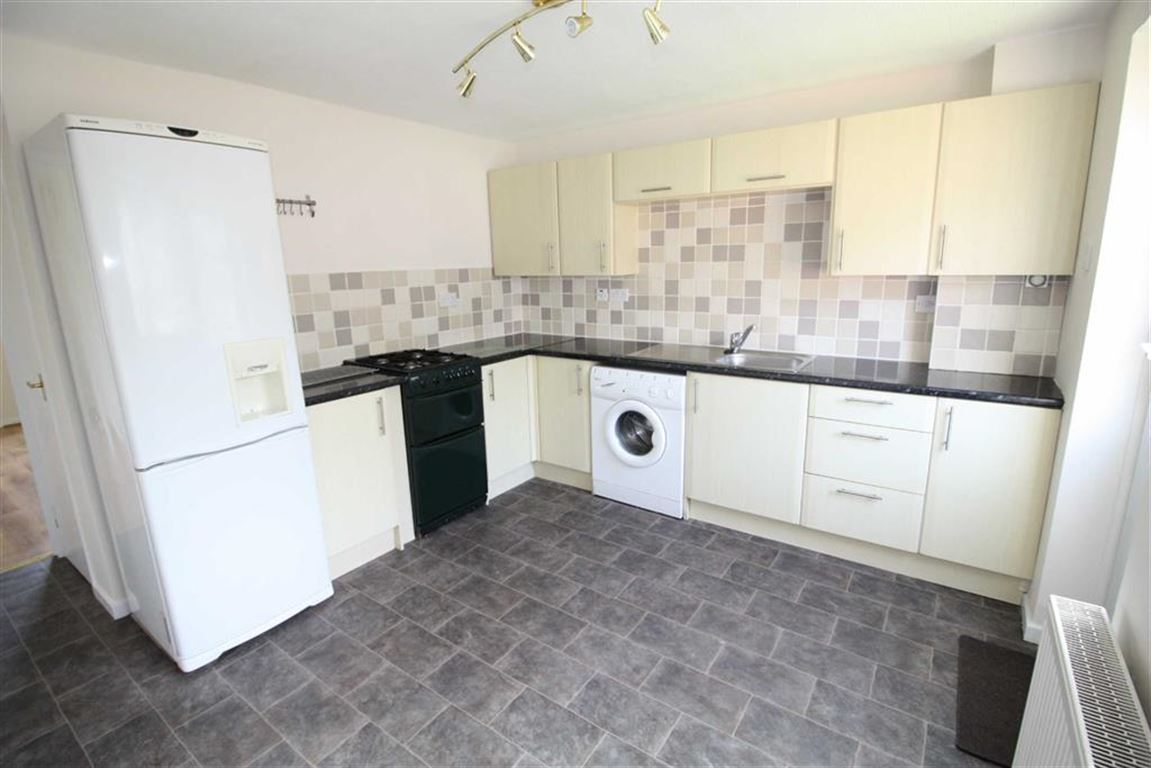 2 Bedrooms Terraced House for sale in Norwood Road, Birkby, Huddersfield