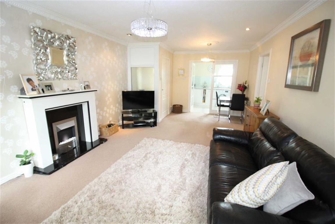 2 Bedrooms Property for sale in The Green, Bradley, Huddersfield