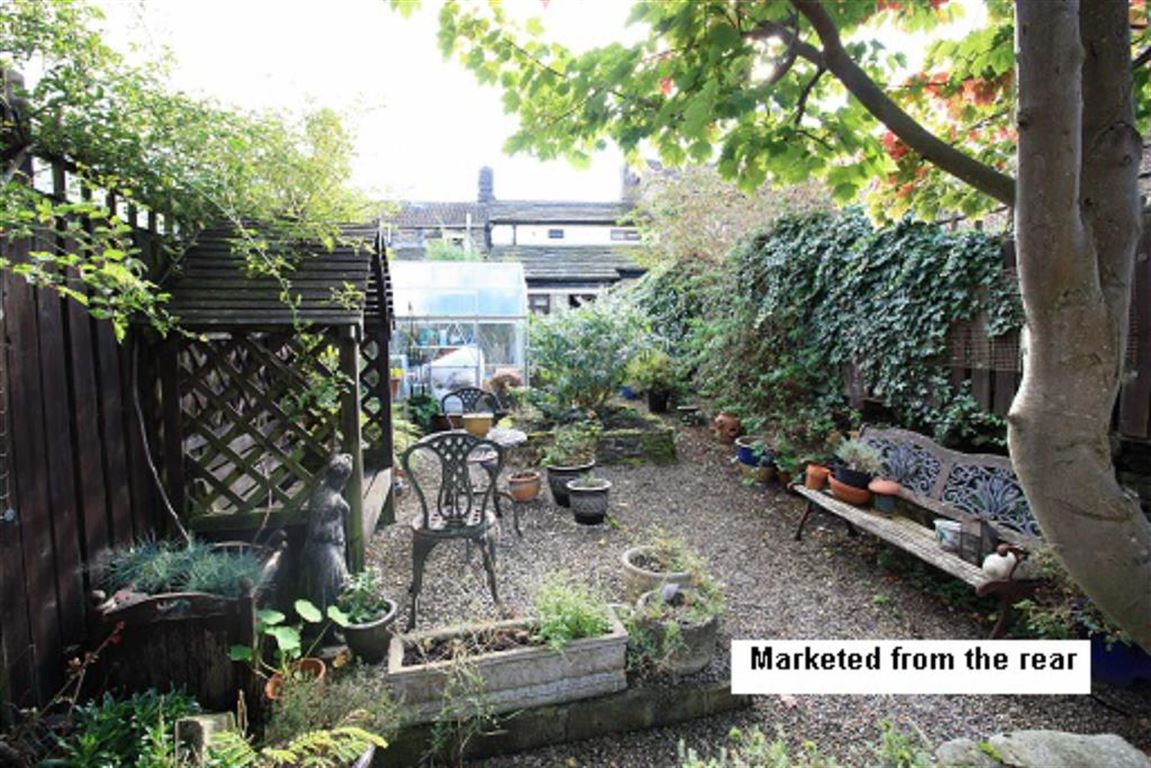 2 Bedrooms Terraced House for sale in Towngate, Newsome, Huddersfield