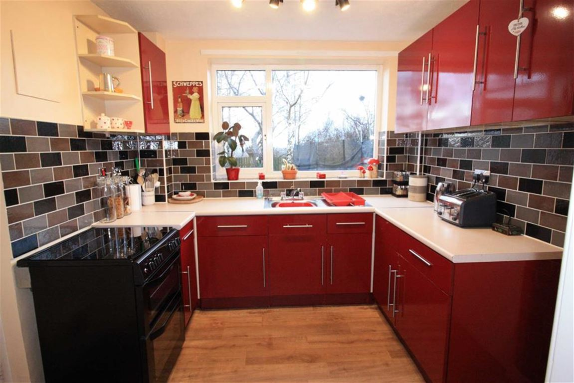 3 Bedrooms Semi Detached House for sale in Intake, Golcar, Huddersfield