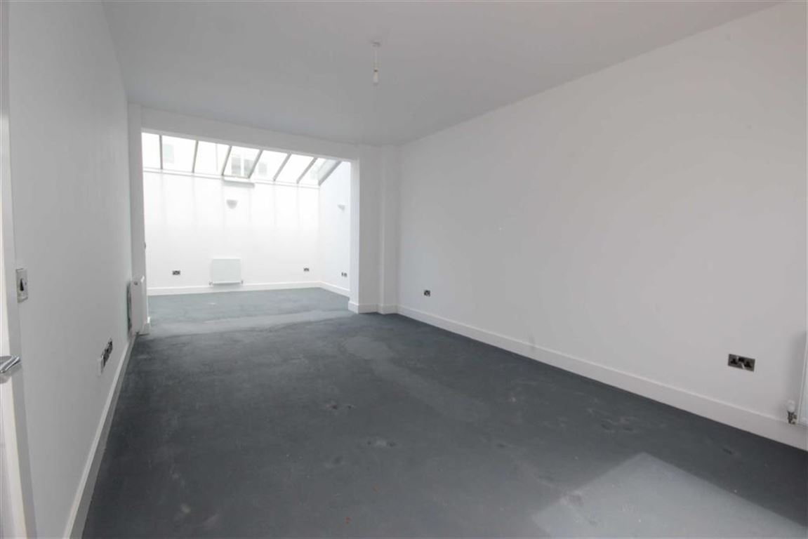 3 Bedroom Townhouse House Sold Subject to Contract Orchard House Image $key