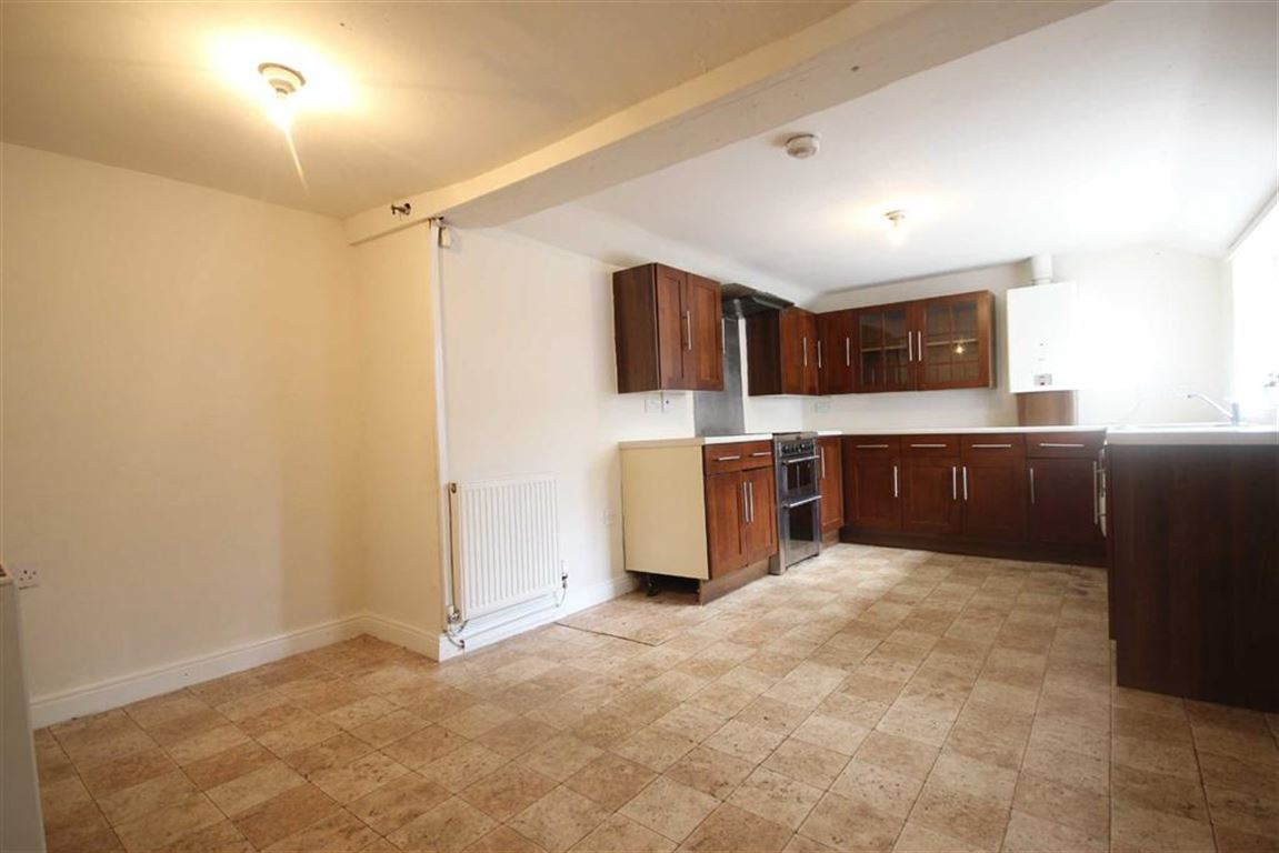 2 Bedroom Terraced Cottage To Let The Crescent Image $key