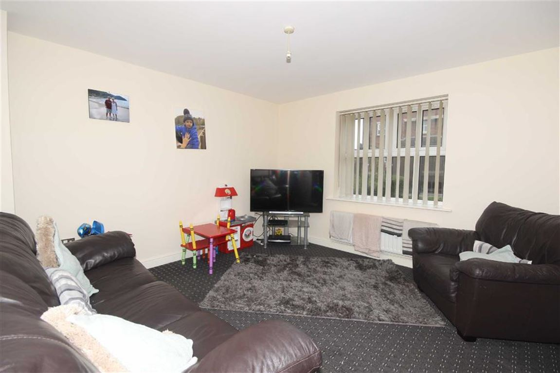 2 Bedroom Apartment Let Agreed Wardley Hall Court Image $key